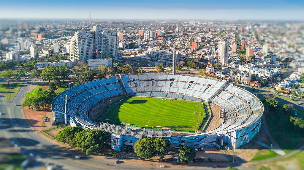 Foto áerea de Montevideo y el estadio Centenario