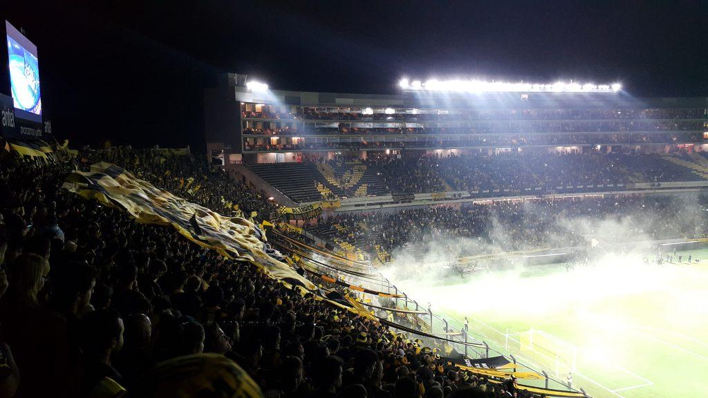 vista desde las tribunas del estadio campeón del siglo peñarol fútbol uruguayo