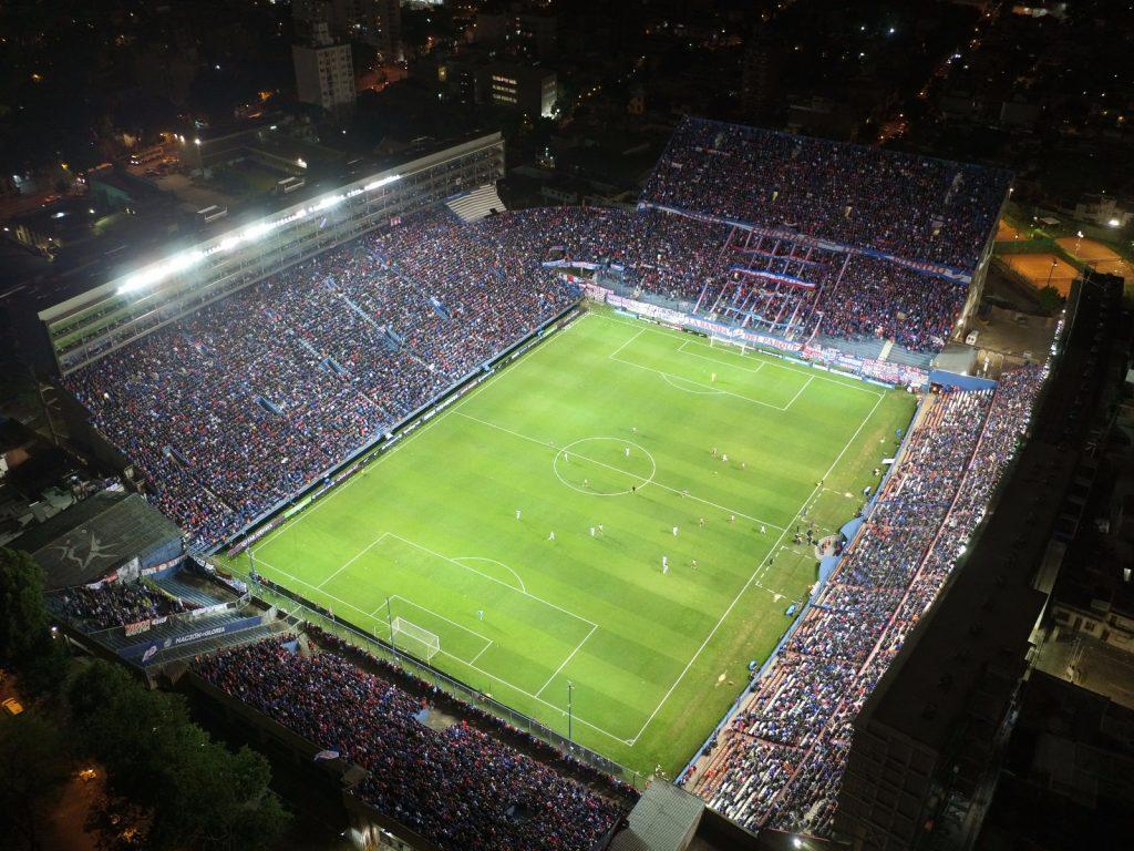 vista aérea del gran parque central fútbol uruguayo