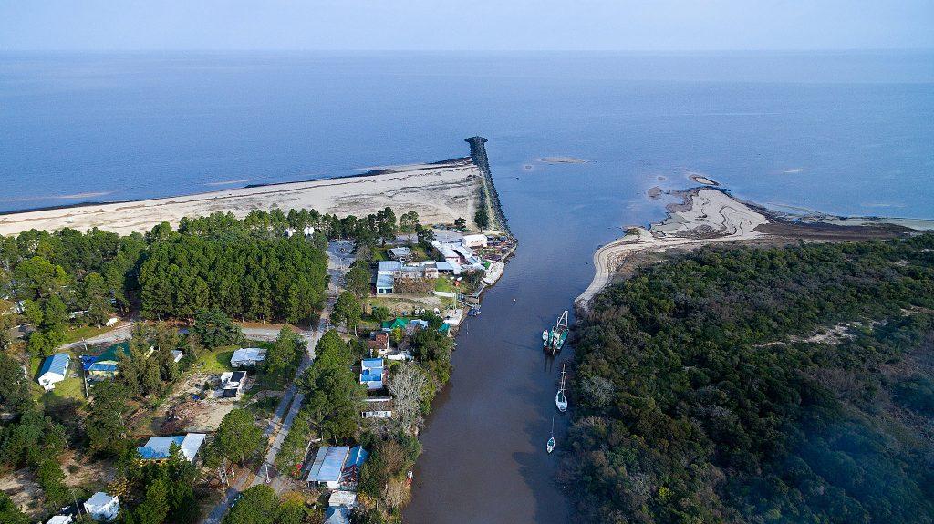 vista aérea de bocas del cufré en el río de la plata