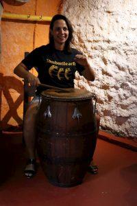 Patricia Madrid tocando candombe en Tamborilearte. junto a otras personalidades